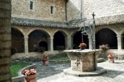 Le cloître du monastère Saint-Damien à Assise